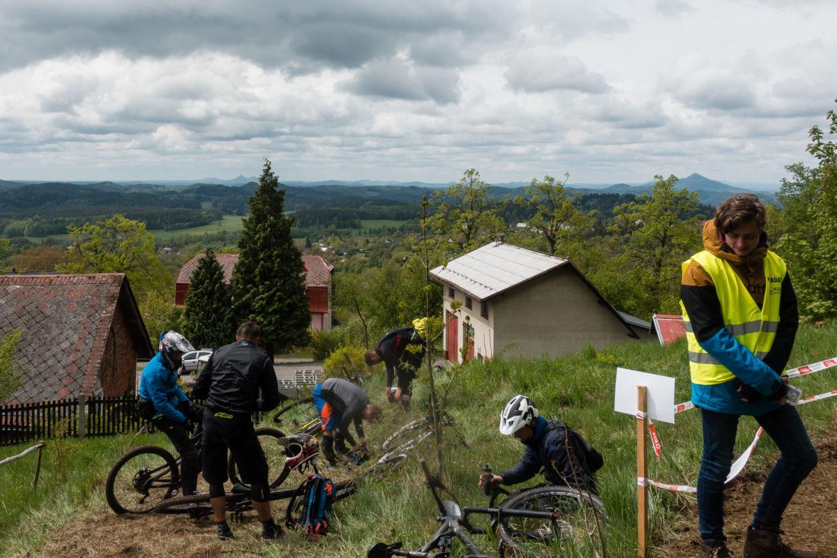 Czech Enduro Race Jested: Ziel der Stage 1 bei Trockenheit und Sonne